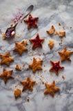 Plätzchen mit Stau in Form der Sterne Lizenzfreie Stockfotos