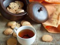 Plätzchen mit Tee Stockbild