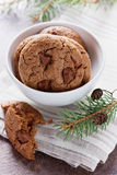 Plätzchen oder Keks der süßen Schokolade auf rustikalem Hintergrund Lizenzfreies Stockbild
