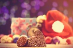 Plätzchen und Herzformspielzeug Stockbild