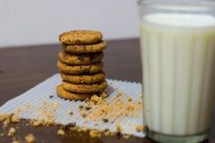 Plätzchen und Milch Lizenzfreie Stockfotografie