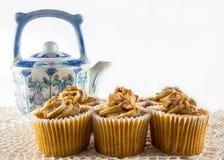 Plätzchen und Teekanne Stockfotos