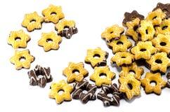 Plätzchen versehen die Schokolade mit einem Sternchen Stockbilder