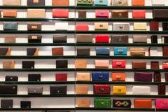 Plånböcker på skärm på HOMI, internationell show för hem i Milan, Italien Royaltyfria Bilder