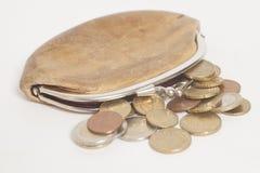 Plånbok med mynt för några euro Arkivbilder
