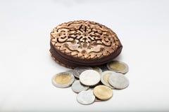 Plånbok med pengarbadet Royaltyfri Bild
