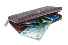 Plånbok med rubel och kortet Arkivfoto