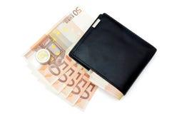 Plånbok och 50 eurosedlar Arkivbild