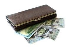 Plånbok och hundra dollarräkningar Arkivfoton