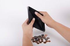 Plånbok och mynt som isoleras på en vit bakgrund Arkivfoton