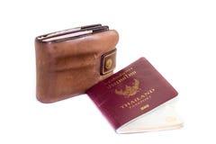 Plånbok och pass på en vit bakgrund Royaltyfria Bilder