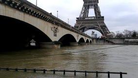 Pléthore de la Seine à Paris banque de vidéos