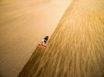 Plöjt fält med traktoren Fotografering för Bildbyråer