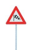 Plötsligt vägmärke för arga vindar för sida troligen framåt, isolerad signage för sidewind för sidvind för socka för trafikvarnin arkivbilder