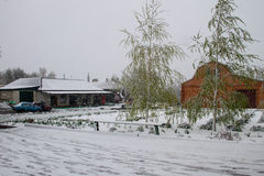 Plötzlicher April-Schneesturm in Ukraine April-Schneewirbelsturm Lizenzfreie Stockfotografie