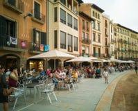 Plaça σημαντικό τετραγωνικό Vic με τη χαλάρωση ανθρώπων στοκ εικόνες