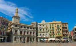 Plaça mercadal, el centro de ciudad de Reus, España Lanzamiento en junio de 2018 fotos de archivo