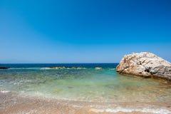 Plaża, kamienie, morze, piasek Zaciszność wakacje wodą obraz stock