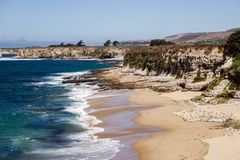 Plaże i falezy na wybrzeże pacyfiku, Dziki rancho stanu park blisko do Santa Cruz, Kalifornia obrazy royalty free