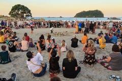 Plażowy czuwanie dla ofiar Christchurch meczetowe strzelaniny, góra Maunganui, Nowa Zelandia fotografia stock