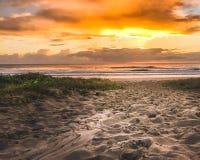 Plażowy wschód słońca przejście zdjęcia stock