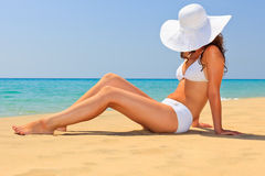 plaża cieszy się słońca kobiety potomstwa Obraz Stock