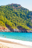 Plaża Cleopatra z morzem i skały Alanya półwysep, Antal Obraz Royalty Free