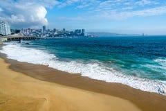 Plaża i błękitne wody obraz stock