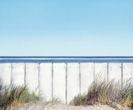 Plaża i Biały Drewniany ogrodzenie zdjęcie royalty free