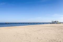 Plaża i molo w słonecznym dniu, przestrzeń dla teksta Obraz Royalty Free