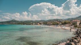 Plaża i morze przy L ` Ile Rousse w Corsica zdjęcie royalty free