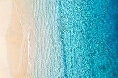 Plaża i ocean jako tło od odgórnego widoku Lazuru wodny tło od odgórnego widoku Lata seascape od powietrza Gil Meno wyspa, Ja obraz royalty free