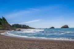 Plaża i skały Zdjęcie Stock