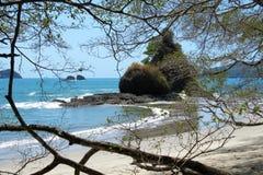 Plaża i skały w morzu fotografia royalty free