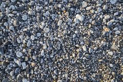 Plaża kamienie w lato wschodu słońca świetle obrazy royalty free