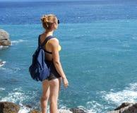 Plaża, kobieta, morze, bikini, ocean, woda, lato, potomstwa urlopowi, piękny, piękno, wakacje, błękit, piasek tropikalny, szczęśl obraz stock