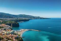 Plaża mety wioską od Sorrento półwysepa Zdjęcie Royalty Free
