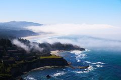 Plaża na oceanie, przegląda z góry Pacyficzny ocean, Kalifornia zdjęcie stock