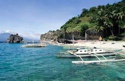 Plaża przy Apo wyspą Zdjęcia Royalty Free