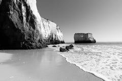 Plaża przy Lagos, Portugalia czarny i biały Obraz Royalty Free