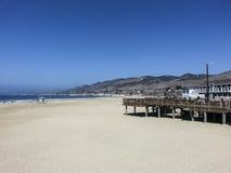 Plaża przy Morro zatoką z molem Zdjęcie Royalty Free