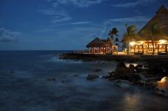 Plaża przy noc obrazy stock