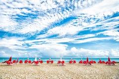 Plaża przy pogodnym letnim dniem przy miam fotografia stock