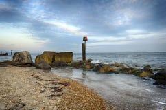 Hengistbury głowy plaża pod Skumbriowym niebem Fotografia Royalty Free