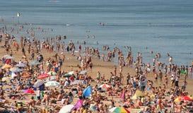 plaża tłocząca. Zdjęcie Stock