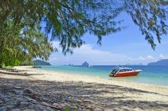 Plaża z łodziami na Kradan wyspie Zdjęcia Royalty Free