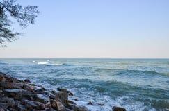 Plaża z skałami Obraz Royalty Free