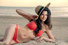 plażowa dziewczyny kapeluszu słoma Fotografia Royalty Free