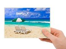 Plażowa fotografia w ręce Zdjęcia Royalty Free