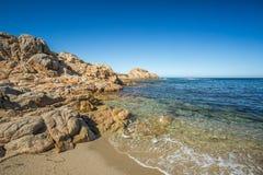 Plażowa i skalista linia brzegowa północny Corsica Zdjęcia Royalty Free